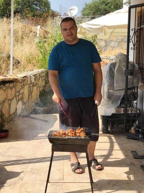 İzmirli Sercan Türkmen reddedilince kilo verip eski kıyafetlerini kesti!