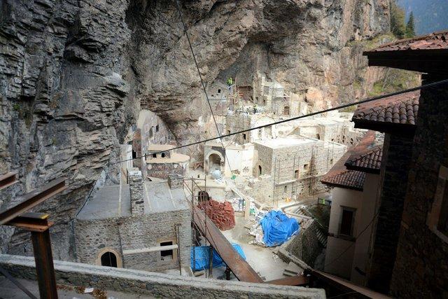 Sümela Manastırı'nda devam eden restorasyon çalışmaları görüntülendi