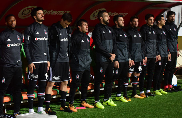 Akhisar maçında Lens ve Medel oyuna girmek istemedi iddiası