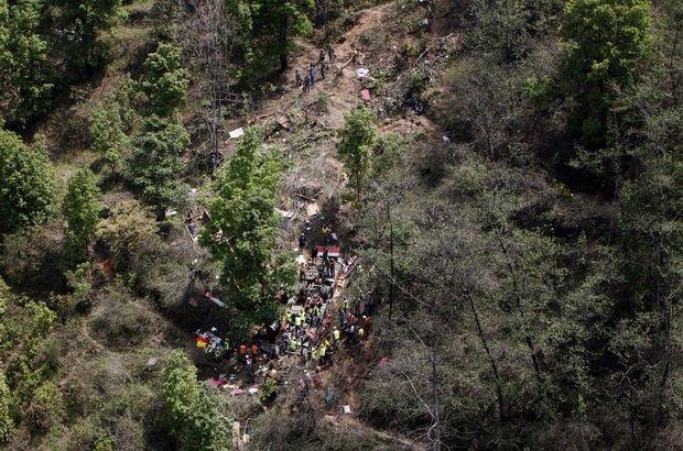 Nepal'de otobüs uçuruma yuvarlandı: Çok sayıda ölü ve yaralı var