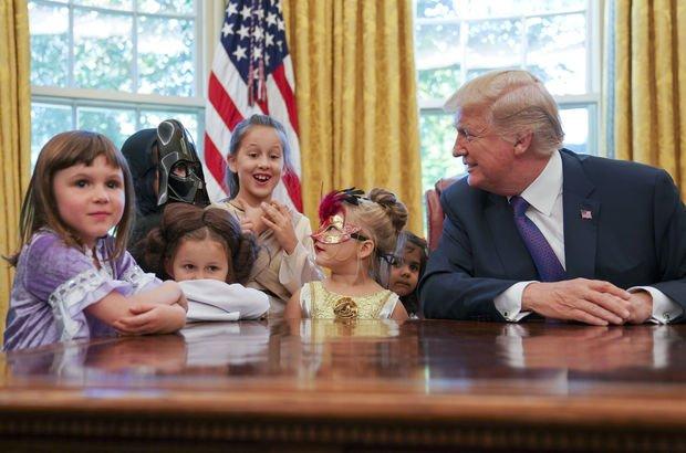 Trump çocuklarla bir olup medyaya gönderme yaptı!