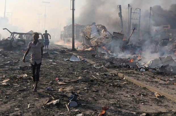 Somali'de iki büyük patlama birden!