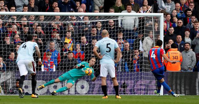 Slaven Bilic'in Crystal Palace maçındaki fotoğrafı İngiltere'yi salladı