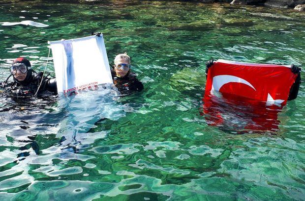 AKUT Bodrum'dan su altında Cumhuriyet kutlaması