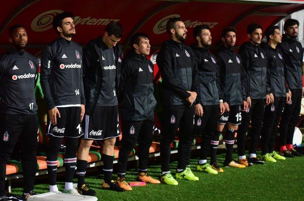 Beşiktaş yedek kulübesi Gary Medel
