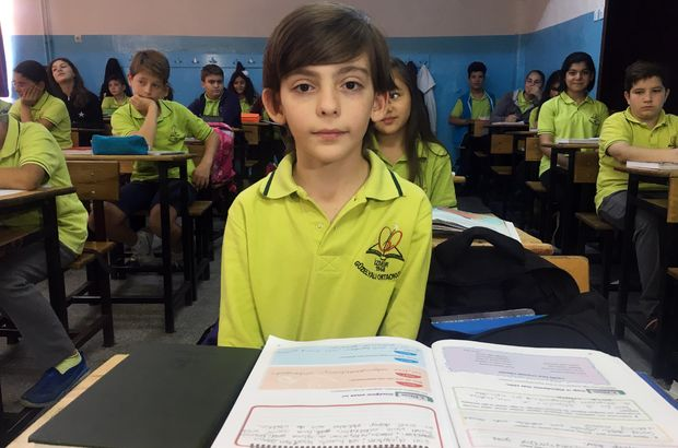 İzmir'de yaşayan üstün zekalı Muhammed 14 yaşında üniversiteye başlayabilir