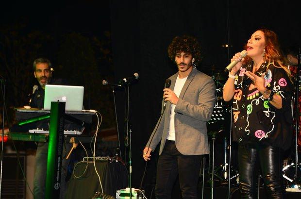 Işın Karaca şarkılarını ailesiyle birlikte seslendirdi