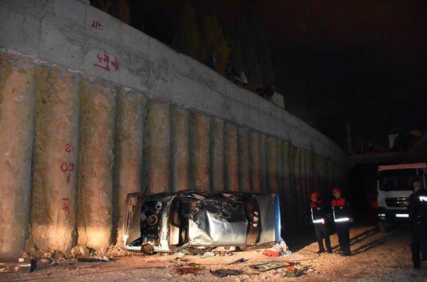 Sivas'ta otomobil alt geçit inşaatına uçtu: 1 Ölü, 4 yaralı