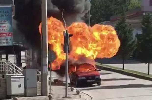 Kütahya'da kırmızı ışıkta bekleyen otomobilin LPG tankı patladı