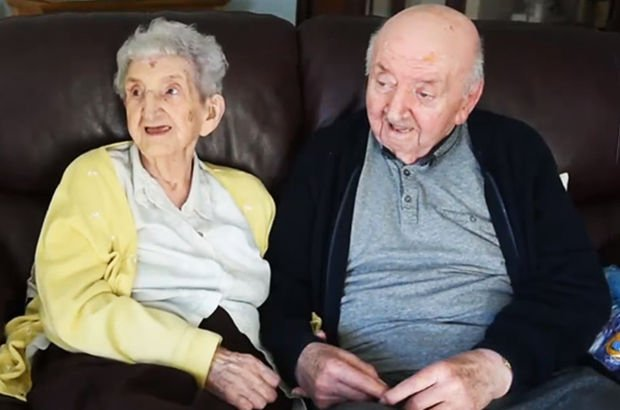 98 yaşındaki anne 80 yaşındaki oğluna bakabilmek için huzurevine taşındı
