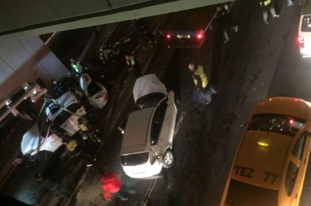 Son dakika...Cevizlibağ'da  araç metrobüs yoluna girdi, trafik kilitlendi