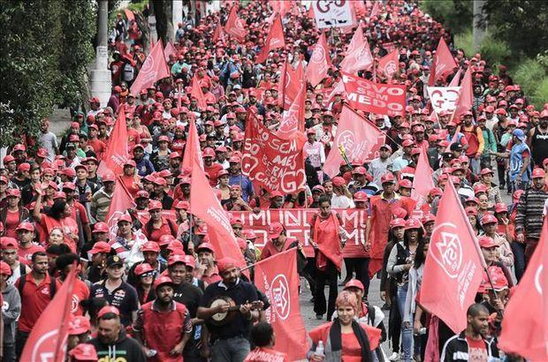 Brezilya'da 'Evsiz İşçiler' sokağa döküldü