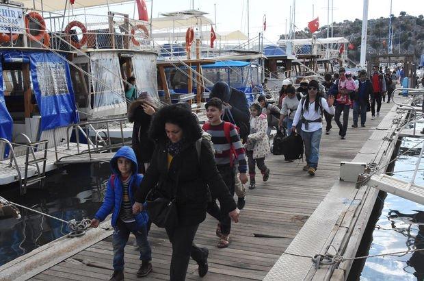 Antalya'da 76 kaçak denizde yakalandı