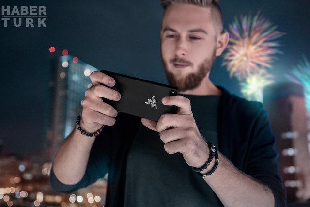 Oyunculara özel telefon Razer Phone tanıtıldı