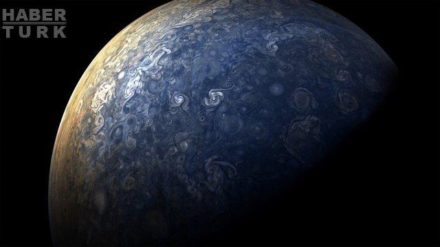 Juno uzay aracı Jüpiter'in nefes kesici yeni fotoğraflarını çekti