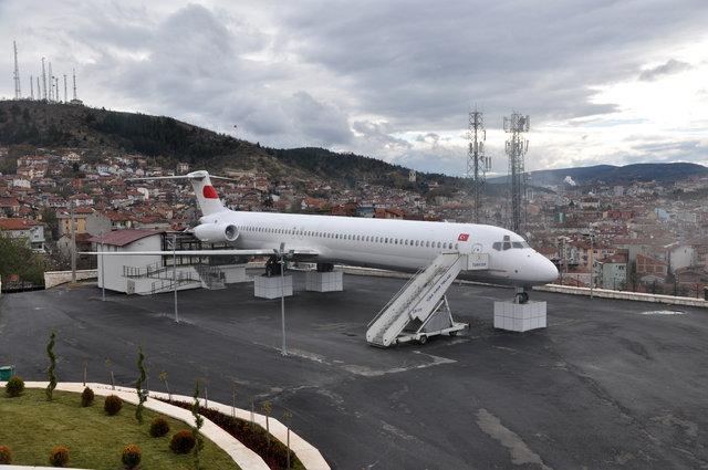 Kastamonu'da mahalle ortasında yolcu uçağı!