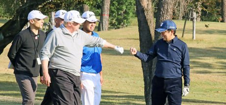 Trump ile golf oynayan Şinzo Abe sosyal medyada olay oldu!