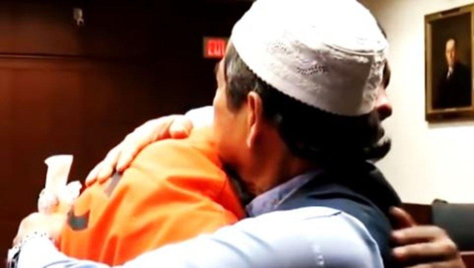 Oğlunu öldüren katili affedip sarıldı!