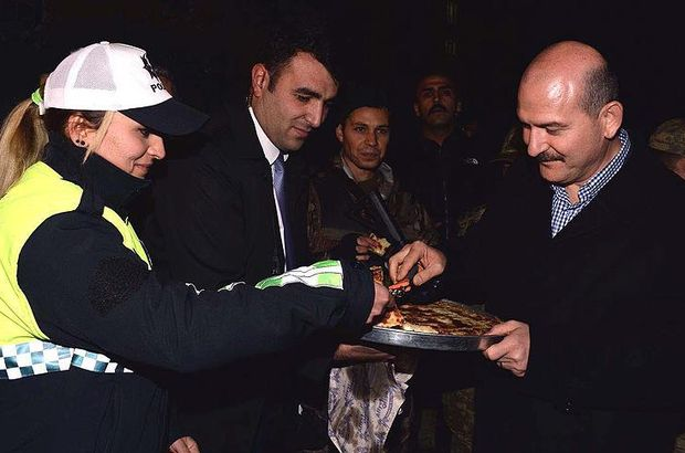 Bakan Soylu'dan görevdeki polislere ikram
