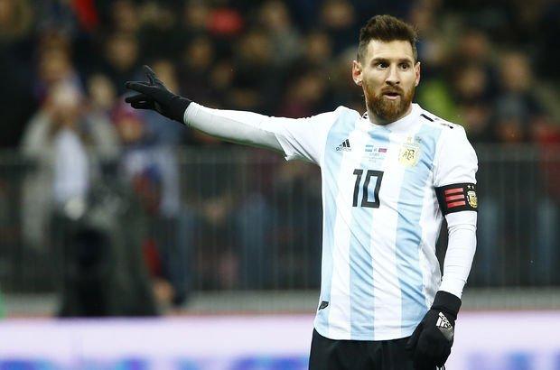 Messi, takım arkadaşını tanımadı!
