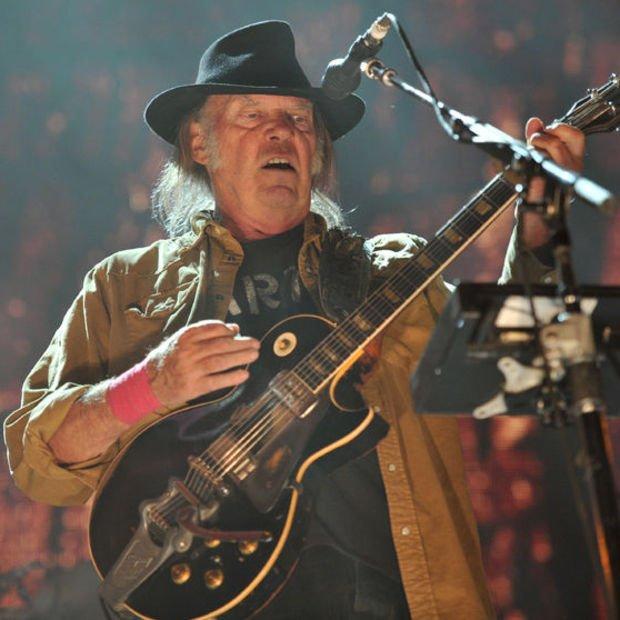 Neil Young'ın yeni teklisi Amerikalı dostuna sesleniyor: Zaten harikasın!