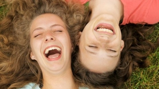 Gülmek beyin kimyasını değiştiriyor