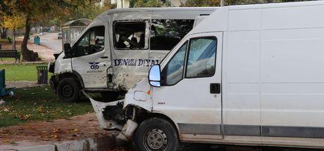 Denizli'de diyaliz hastalarını taşıyan minibüs kaza yaptı; 1 ölü, 6 yaralı