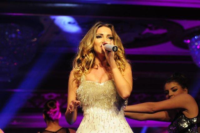 Sinan Akçıl'ın şarkıcı sevgilisi Otilia Bruma: Bir gecelik kaçamağı affederim