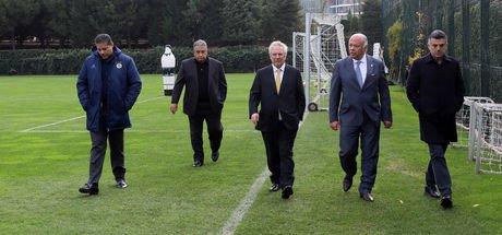 Aziz Yıldırım, Aykut Kocaman ve futbolcularla görüştü