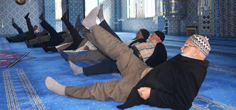 """""""Beş vakit namaz bir vakit spor"""" projesiyle camide egzersiz"""
