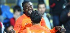 Adebayor'dan Galatasaray'a ikinci hat-trick!