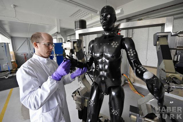 İşlerini makinelere kaptıran insanlar ne iş yapacaklar? Robotlar yüzünden işsiz kalanlar için iş kolları belli oldu