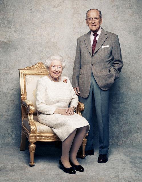 Kraliçe Elizabeth ile Prens Philip'ten 'platin yıldönümü' kutlaması