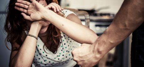 Kimliği gizlenen şiddet mağduru kadın resmi olarak görünmüyor