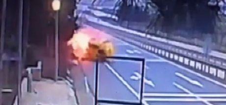 Sancaktepe'de kaza yapan taksi alev topuna döndü