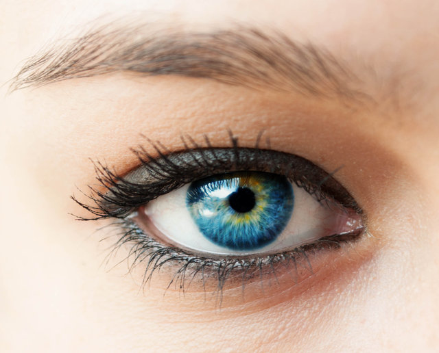 Gözyaşı sağ gözden akarsa sebebi mutluluk, sol gözden akarsa sebebi acı mıdır? Göz sağlığı hakkında yanlış bilinenler
