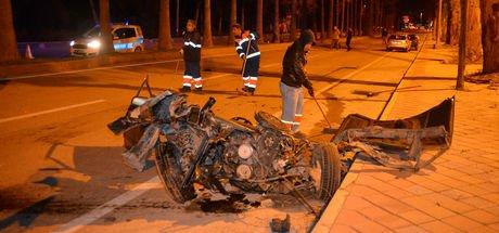 Kaza yapan otomobil ikiye ayrıldı: 5 yaralı
