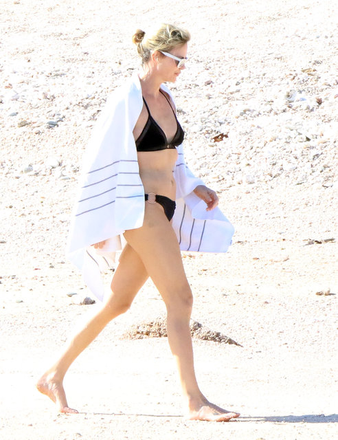 Charlize Theron, Meksika'da tatil yaparken görüntülendi.