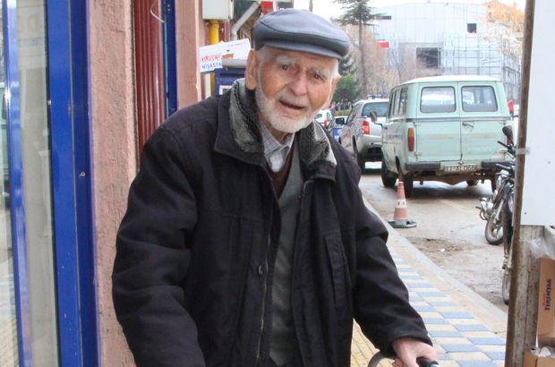 Cumhuriyetle yaşıt öğretmen Atatürk'e el salladığı günü unutamıyor