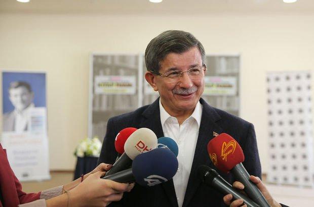 Ahmet Davutoğlu: Benimle öğrenciler ve gençler arasına kimse bariyer koyamaz