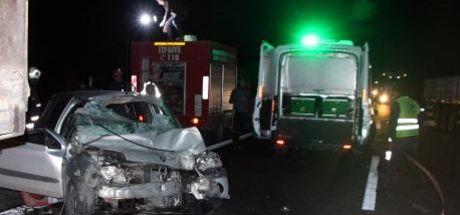 Şanlıurfa'da otomobil, kamyona çarptı: 2 ölü