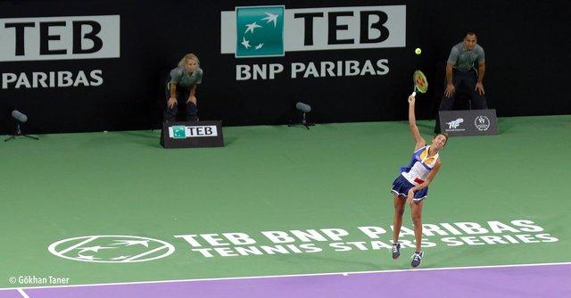Sharapova, Çağla Büyükakçay'ı mağlup etti - Sharapova'ya Türk seyirciden evlilik teklifi
