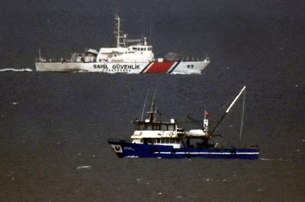 Tacizde bulunan Yunan botuna, Türk botu engel oldu