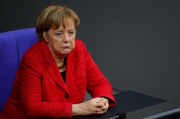 Almanya nefesini tuttu, büyük koalisyon görüşmelerini bekliyor!