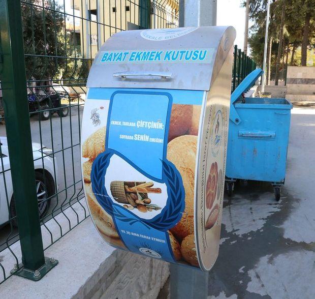 Pamukkale'de ekmek israfını önlemek için 550 noktaya yerleştirilen bayat ekmek kutuları