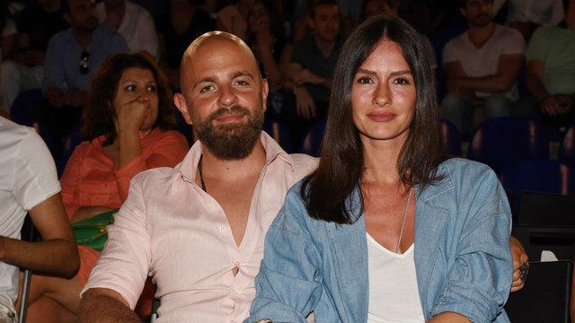 Yasemin Özilhan ile Eşi İzzet Özilhan ile ilgili görsel sonucu