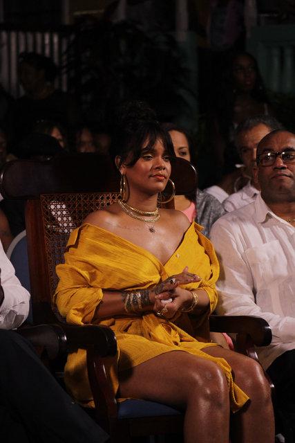 Rihanna'nın eski halinden eser yok! Ünlü şarkıcının kilolarıyla başı dertte
