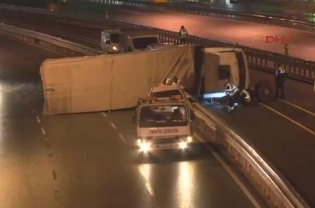 İstanbul Küçükçekmece TIR kazası E-5 metrobüs