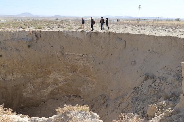 Konya'da oluşan dev obruklar korkutuyor