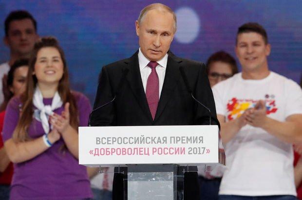 Putin'den yeniden aday olup olmayacağı yönündeki soruya yanıt!
